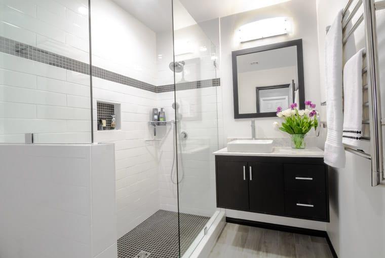 podwieszane szafki pod umywalkę remont łazienki w 10 dni warszawa